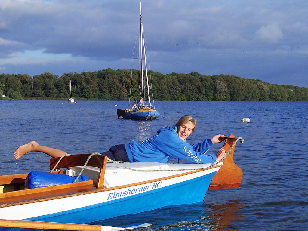 Beim Zeltlager der Ruderjugend am Plöner See, Totelbild der DRV-Broschüre Bootsobleute und Steuerleute