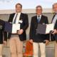 Plakette für besondere Verdienste an Wolfgang (r) und Florian Berndt (2.v.l.) mit Siegfried Kaidel (2.v.r.) und Reinhart Grahn (l). Foto: DRV/D. Seyb